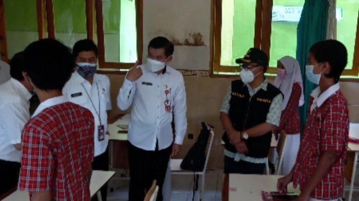 Wali Kota Malang, Sutiaji Pantau Pelaksanaan PTMT di SDN Purwantoro 1 dan SMPN 5