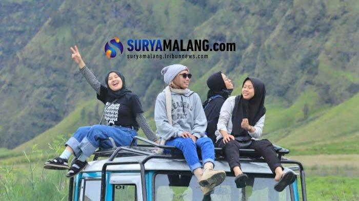 Wisatawan di Gunung Bromo Malang.