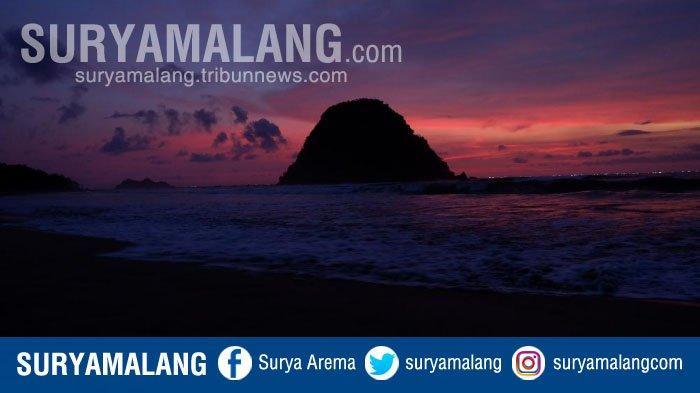 Menikmati Matahari Terbenam di Pulau Merah Banyuwangi