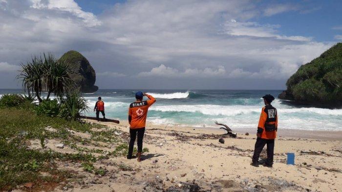Sudah Tiga Hari, Dua Pria Sidoarjo Hilang di Pantai Bajulmati, Tim SAR Cari Naik Perahu Nelayan