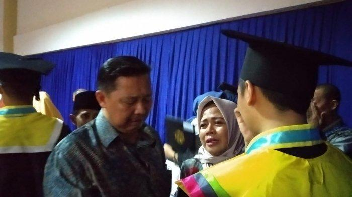Suasana Haru Selimuti Acara Wisuda 1.084  Mahasiswa Unair Surabaya