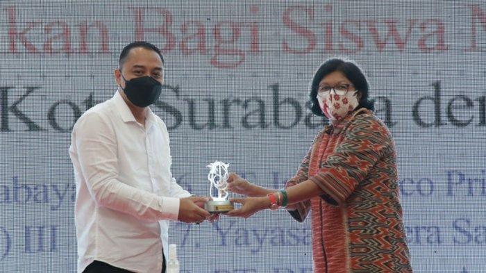 Kepedulian Pembaca Kompas Salurkan Beasiswa untuk Siswa MBR di Surabaya