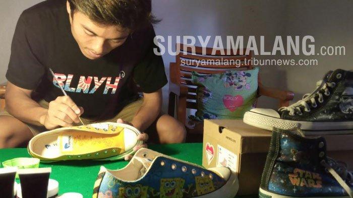 Batal PKL Karena Pandemi, Mahasiswa Untag Surabaya Ini Malah Raup Uang dari Melukis Sepatu