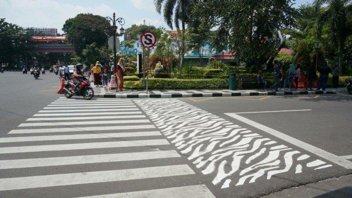zebra-cross-di-jl-diponegoro-dekat-kebun-binatang-surabaya_20180219_223017.jpg