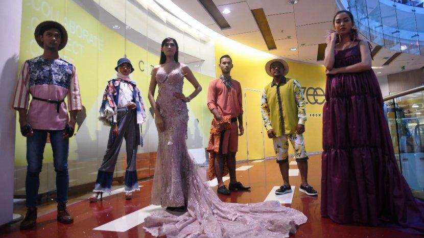 model-cantik-memeragakan-busana-surabaya-fashion-week-di-grand-city-surabaya.jpg