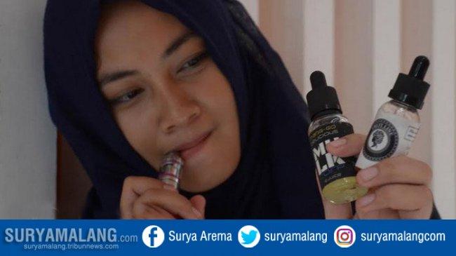 vaper-vape-rokok-elektriknya-vaporizer-hijab-jilbab-cantik_20180208_193108.jpg