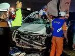 3-orang-tewas-dalam-kecelakaan-mobil-toyota-kijang-innova-dan-truk-tronton-di-tol-mojokerto-surabaya.jpg