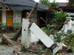 42-rumah-rusak-dan-sejumlah-pohon-tumbang-akibat-hujan-deras-dan-angin-kencang-di-tuban.jpg