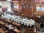 45-anggota-dprd-kota-denpasar-periode-2019-2024-diambil-sumpahnya.jpg
