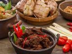 5-resep-hidangan-khas-lebaran-dari-opor-ayam-hingga-ketupat-sayur-persiapan-idul-fitri-esok-hari.jpg