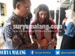 abdul-tedy-kepala-sman-9-kota-malang-smartphone-quick-count_20160922_194957.jpg