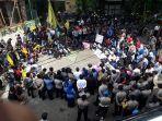 aksi-demo-aktivis-wcc-kota-malang.jpg