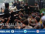 aksi-demonstrasi-mahasiswa-berujung-ricuh-di-kota-malang-jumat-1332020.jpg