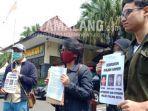 aksi-kamisan-datangi-polresta-malang-kota-menuntut-3-aktivisnya-yang-ditangkap-untuk-dibebaskan.jpg