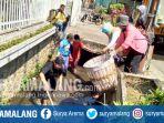 aksi-saber-sampah-oleh-lembaga-masyarakat-di-kali-putih-kota-batu_20170903_160311.jpg