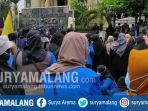 aksi-saling-dorong-sempat-mewarnai-aksi-unjuk-rasa-mahasiswa-di-depan-gedung-dprd-ponorogo.jpg