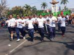 anggota-tni-saat-promosi-tni-mandalika-international-marathon-di-car-free-day-kota-malang_20180930_150651.jpg