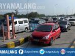 antrean-panjang-kendaraan-di-gerbang-tol-gt-bandar-sebelum-exit-tol-tol-jombang-mojokerto_20180613_165634.jpg
