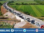 antrean-panjang-kendaraan-terlihat-pintu-keluar-gerbang-tol-bandar-ruas-tol-jombang-mojokerto_20180614_142215.jpg