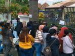 antrean-vaksinasi-covid-19-di-kantor-kecamatan-tumpang-kabupaten-malang.jpg