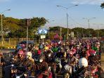 antusiasme-warga-madura-asal-surabaya-di-jembatan-suramadu-untuk-mudik.jpg