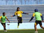 arema-latihan-di-stadion-gajayana1.jpg