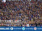 aremania-mendukung-arema-fc-melawan-madura-united-di-stadion-kanjuruhan_20170514_230515.jpg