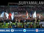 aremania-usai-laga-haringga-sirila-arema-fc-vs-madura-united-di-stadion-kanjuruhan-malang_20180930_090325.jpg