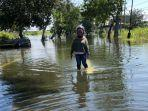 banjir-akibat-luapan-air-kali-lamong-berdampak-pada-penutupan-jalan-raya-morowudi-gresik.jpg