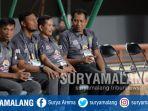 bejo-sugiantoro-dan-djadjang-nurdjaman-beserta-jajaran-official-persebaya_20180912_124002.jpg