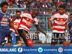 bek-arema-fc-johan-ahmat-farisi-berebut-bola-dengan-striker-madura-united-greg-nwokolo_20180917_161332.jpg