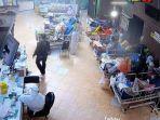 beredar-foto-viral-yang-menggambarkan-kondisi-pasien-covid-19-sedang-dirawat-di-luar-ruangan.jpg