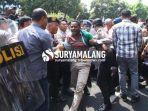berita-malang-populer-hari-ini-penyebab-demo-mahasiswa-papua-ricuh-lempar-batu-jalan-ditutup.jpg