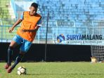 berita-striker-arema-fc-rivaldi-bawuo_20180726_135659.jpg