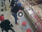 berita-video-kawanan-perampok-emas-jadi-bahan-tertawaan-netizen-lihat-ini-penyebabnya_20170725_194610.jpg