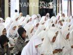 bhayangkari-malang-muslimah-doa-bersama-jilbab-hijab_20180625_180523.jpg
