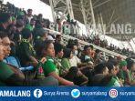 bonek-pendukung-persebaya-surabaya-di-stadion-jember-sport-garden_20171004_152632.jpg