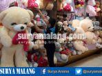 boneka-beruang-kado-valentin-di-kota-malang_20170209_132714.jpg