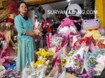 bu-bibit-penjual-bunga-di-pasar-bunga-kota-malang-sabtu-1322021.jpg