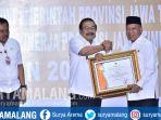 bupati-lamongan-terima-penghargaan-dari-gubernur-jatim_20181031_143708.jpg