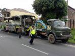bus-rombongan-dari-sidoarjo-hangus-terbakar-di-desa-tempel-kecamatan-gatak-sukoharjo_20171220_182907.jpg