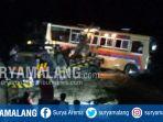 bus-yang-tercebur-sungai-siman-kediri-dievakuasi-dengan-menggunakan-truk-derek_20180819_163607.jpg