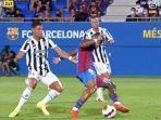 cristiano-ronaldo-juventus-melanggar-striker-barcelona-memphis-depay.jpg