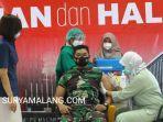 dandim-0818-kabupaten-malang-kota-batu-letkol-inf-yusub-dody-sandra-menjalani-vaksinasi.jpg