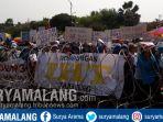 demo-pekerja-pabrik-rokok-di-grahadi-surabaya_20181101_154035.jpg