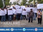 demonstrasi-siswa-smkn-1-kalitengah-yang-menuntut-kepala-sekolah-mundur_20180626_140311.jpg