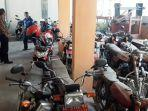 deretan-sepeda-motor-plat-merah-di-dindikpora-kabupaten-tulungagung.jpg