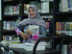 dian-puspitasari-sap-pustakawan-di-perpustakaan-universitas-muhammadiyah-malang-umm.jpg