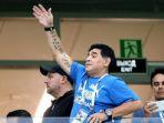 diego-maradona-menyaksikan-langsung-pertandingan-argentina-vs-kroasia-di-piala-dunia-2018_20180701_191625.jpg