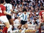 diego-maradona-saat-membela-timnas-argentina.jpg